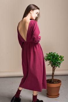 Платье Черешня с открытой спиной гранатового цвета, вид сзади - эксклюзивно от Неповторимых