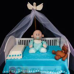 Cuna de bautizo Cuna, almohada y cuerpo de bebé de pastel. Su cabecita está hecha de delicioso arroz inflado con malvavisco. Osito y paloma de fondant. Pueden elegirse los colores. Pastel para 70 personas. Si se desea aumentar las porciones, se pueden agregar mini pastelitos.