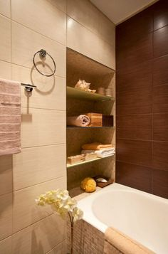 Brown and beige tiles and decor Contemporary Bathrooms, Modern Bathroom, Small Bathroom, Master Bathroom, Bathroom Toilets, Laundry In Bathroom, Interior Design Living Room, Interior Decorating, Kitchen Design