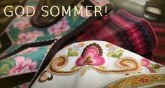 Da er sommerferien i gang fra og med.... NÅ!   ....og det blir stille i systua en del uker fremover.  Med blomster og sommerfarger i bakgrunnen her, ønsker jeg en riktig god sommer!...