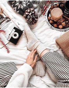 70 Ideas For Christmas Lighting Photography Wonderland Christmas Flatlay, Christmas Mood, Christmas Photos, Christmas Lights, Christmas Decorations, Christmas Ideas, Christmas Wreaths, Christmas Crafts, Minimal Christmas