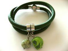 Lekkert armbånd i grønt lammeskinn, str S/M