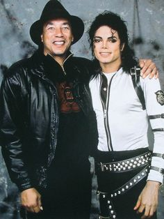 michael with smokey robinson after Bad tour in America-somewhere?