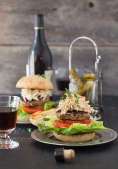 Puten-Burger mit Coleslaw | http://eatsmarter.de/rezepte/puten-burger-1