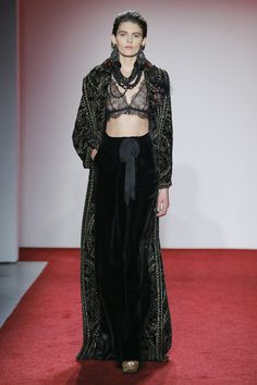 See the complete Naeem Khan Fall 2017 Ready-to-Wear collection.