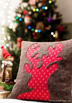 20  Must Have Stylish Christmas Pillows For A Festive Atmosphere