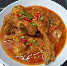 Ayam Betutu Kuah Khas Bali Sweets Recipes, My Recipes, Chicken Recipes, Cooking Recipes, Malaysian Chicken Curry, Malaysian Food, Easy Dinner Recipes, Easy Meals, National Dish