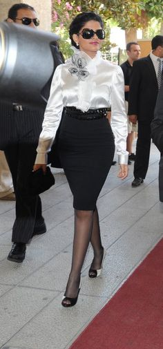 Black Pencil Skirt White Satin Blouse Black Belt Sheer Black Pantyhose and Black High Heels Royal Fashion, Look Fashion, Womens Fashion, Fashion Trends, Female Fashion, White Satin Blouse, Arabian Princess, Estilo Real, Looks Street Style