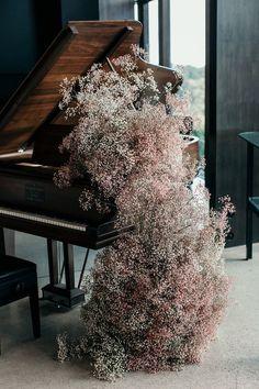 Flowers - Wild Floss   Photo - Lucie Weddings
