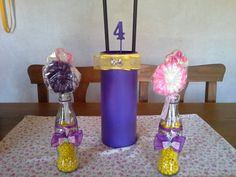 Botellas con confites y paletas dulces rapunzel