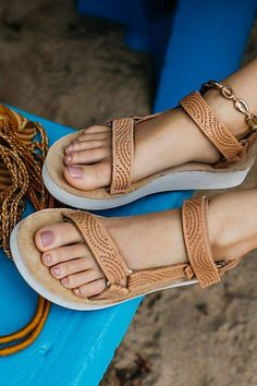 cbfe7d2d7847 Teva Midform Universal Geometric Sandals Outfit