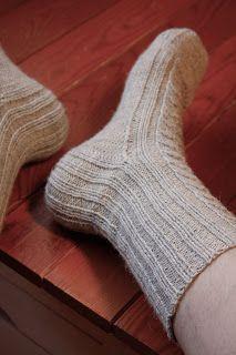 AnniKainen puikoissa: Pitsisukat osa 2 Knitting Socks, Knit Socks, Slippers, Malli, Fashion, Moda, Fashion Styles, Slipper, Fashion Illustrations