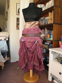 Easy DIY bustle skirt for steampunk Merida. Must find dark green/teal peasant skirt!