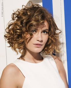 Chic and sexy, short curly hair cuts can have you turning heads and breaking hearts. If you are blessed with wavy hair and want to try a short hairdo, these cute hairstyles are for you. Short Permed Hair, Short Curls, Haircuts For Curly Hair, Curled Hairstyles, Wavy Hair, Short Hair Cuts, Cool Hairstyles, Curly Hair Cuts, Curly Short