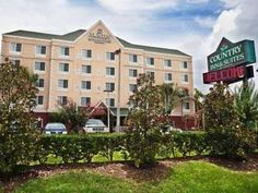 Ocala (FL) Country Inn & Suites Ocala United States, North America Country Inn & Suites Ocala is perfectly located for both business and leisure guests in Ocala (FL). The property features a wide range of facilities to make your stay a pleasant experience. To be found at the hotel are 24-hour front desk, facilities for disabled guests, express check-in/check-out, luggage storage, Wi-Fi in public areas. Designed for comfort, selected guestrooms offer whirlpool bathtub, air cond...