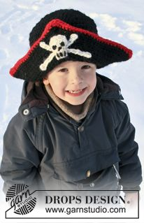 "DROPS Carnival: Crochet DROPS pirate hat with skull in ""Eskimo"". Size 1-10 years ~ DROPS Design"
