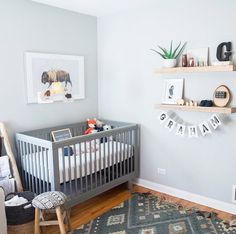 This amazing nursery themes is honestly an interesting design concept. Baby Boy Room Decor, Baby Room Design, Baby Boy Rooms, Baby Boy Nurseries, Light Blue Nursery, Grey Nursery Boy, Nursery Neutral, Apartment Nursery, Nursery Room