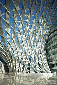 凤凰中心/邵韦平/2013/北京。凤凰中心是国内首次在真正意义上全面应用数字技术进行设计和建造的大型公建项目;其意义远不止是创造出一个造型新颖的建筑,而在于它给建筑设计领域带来了开创性的变革。