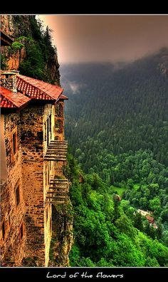 Orthodox Sümela Monastery at Trabzon, Turkey - Monastère de Sumela, Turquie Places To Travel, Places To See, Wonderful Places, Beautiful Places, Trabzon Turkey, Turkey Destinations, Turkey Travel, Toscana, Dream Vacations