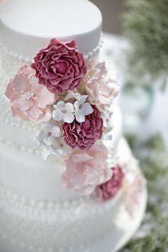 pink and white wedding cake   <3