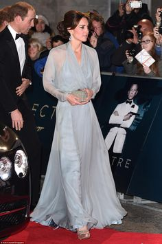 Kate looked a picture of elegance at the James Bond premiere in her Jenny Packham gown and jewel-encrusted accessories