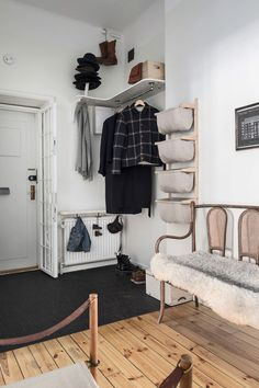 boho home decor Hallway Storage, Kids Curtains, Beautiful Interior Design, Small Places, House Entrance, White Houses, Home Decor Styles, Apartment Living, Mudroom