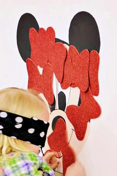 Pin the bow on the Minnie