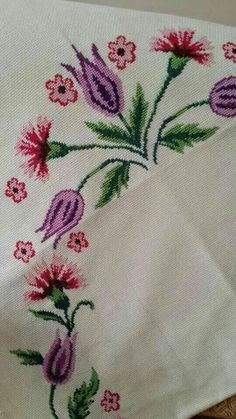 This Pin was discovered by Çağ Cross Stitch Rose, Cross Stitch Borders, Cross Stitch Flowers, Cross Stitch Designs, Cross Stitching, Cross Stitch Patterns, Embroidery Patterns Free, Embroidery Stitches, Bordado Tipo Chicken Scratch