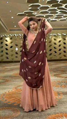 Party Wear Indian Dresses, Designer Party Wear Dresses, Indian Gowns Dresses, Dress Indian Style, Indian Fashion Dresses, Indian Designer Outfits, Gown Party Wear, Pakistani Dresses, Fancy Dress Design