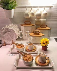 Gelin görümce kahvesi😘👩🏼👱🏻♀️ ☕️ İyi geceler herkese 🤗 Ne nereden fotoda etiketli ☝🏻 Kitchen Eating Areas, Dining Etiquette, Jewelry Dish, Greek Recipes, Food Presentation, Food Design, Catering, Dinner Recipes, Food And Drink
