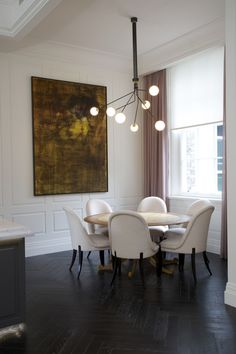 The Array Opal suspension's opal glass spheres are dream-like, ethereal. The suspension adds beauty and . Blitz Design, Modern Lighting Design, Modern Lamps, Modern Design, World Of Interiors, Modern Interiors, Dining Room Lighting, Chandelier Lighting, Dining Room Design