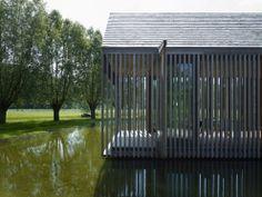 L'agence Wim Goes Architectuur a réalisée l'extension de cette maison nichée au cœur de la nature à Deinze en Belgique.