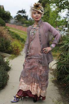 24 Things Women Over 30 Should Wear - Advanced Style: Gretchen Schields Fashion Over, Boho Fashion, Womens Fashion, Fashion Tips, Fashion Design, Fashion Brands, Fashion Skirts, Feminine Fashion, Fashion Fall