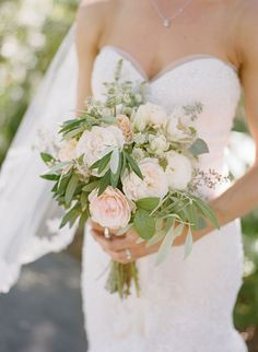 SImple white, green and blush wedding bouquet from Willi Wildflower. Photo: Christina McNeill