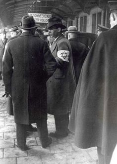 1933. German Jewish refugees arrive at Centraal Station in Amsterdam. The man with the armband provides information. Due to the influence of the anti-Jewish measures after the assumption of power by the National Socialists in 1933, there was a Jewish mass emigration from Germany. About 140,000 Jews left Germany between 1933 and 1937. Up to 35,000 Jewish refugees stayed – sometimes for shorter time – in Netherlands. #amsterdam #1933 #CentraalStation