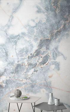 Cette collection de papiers peints a été sélectionné dans le but de créer des espaces modernes, d'ajouter de la texture et de la profondeur aux murs de tout type de pièce, et de faire ressortir le style de chacun, même si vous avez un caractère timide! Les dessins, qui sont des vrais oeuvres d'art, permettent à ceux qui sont passionnés de décoration d'enrichir leur maison. Laissez-vous inspirer pour créer un espace vraiment magnifique dans votre couloir! #papierpeint #déco #inspirations