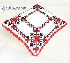 Imagini pentru cusaturi traditionale romanesti Pillow Talk, Cross Stitch, Throw Pillows, Traditional, Sewing, Romania, Popular, Crossstitch, Cushions