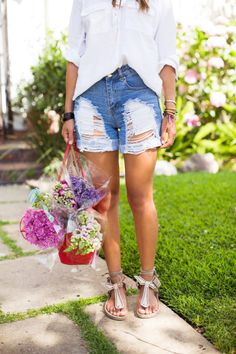 Song of Style Distressed Denim Shorts Song Of Style, My Style, Girl Style, Look Short Jeans, Online Shopping, Summer Outfits, Girl Outfits, Diy Shorts, Distressed Denim Shorts