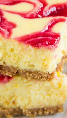 Lemon Raspberry Cheesecake Bars Recipe ~ These soufflé-like lemon raspberry cheesecake bars are amazingly creamy and soft with burst of honey-glazed raspberry sauce Lemon Dessert Recipes, Cheesecake Recipes, Fun Desserts, Sweet Recipes, Delicious Desserts, Yummy Food, Cheesecake Brownies, Homemade Desserts, Yummy Recipes