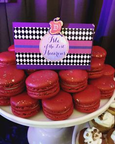 Red macarons at a Disney's Descendants birthday party! See more party planning… Red Birthday Party, 9th Birthday Parties, Red Party, 7th Birthday, Birthday Ideas, Kid Parties, Happy Birthday, Villains Party, Evie Descendants