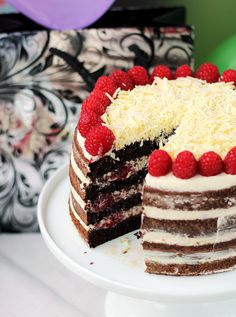 Tort czekoladowo-kawowy z malinami… – brunetkawkuchni Pusheen, Tiramisu, Cheesecake, Ethnic Recipes, Sweet, Food, Raspberries, Brunette Hair, Women