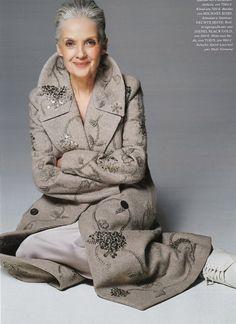 The Best Fashion Ideas For Women Over 60 - Fashion Trends Fashion Over Fifty, 60 Fashion, Over 50 Womens Fashion, Meryl Streep, Stylish Older Women, Mature Women Fashion, Beautiful Old Woman, Advanced Style, Going Gray