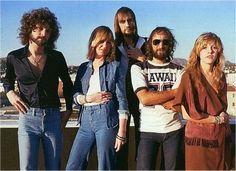 Kuvateksti: Riidellen rahoiksi. Teemu Markkula tai Lindsey Buckingham, Christine McVie, Mick Fleetwood, John McVie ja Stevie Nicks.]