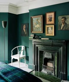 Designer Audrey Carden's transformation of her London house Interior designer Audrey Carden transformed her London house in just nine months, adding clever architectural features and bold decoration schemes. Gothic Living Rooms, Victorian Living Room, Dark Living Rooms, Modern Victorian Bedroom, Victorian House Interiors, Modern Gothic, Gothic Bedroom, Home Design, Home Interior Design
