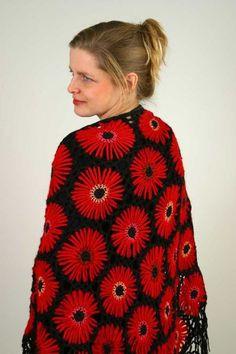 Virka en härlig sjal med stora blommor | Land Crochet Shawl, Knit Crochet, Crochet Afghans, Afghan Blanket, Loom Knitting, Creative Crafts, Capes, Christmas Sweaters, Blouse