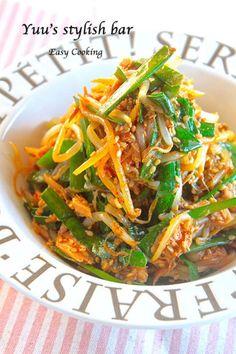 """夏にイチオシなのは""""おつまみサラダ""""です。おつまみサラダはヘルシーなので夜に食べても罪悪感なし!ぱぱっと作れるから彼や旦那さんをお待たせしません。心も体も喜ぶ""""おつまみサラダ""""レシピをご紹介します。 Asian Cooking, Easy Cooking, Healthy Cooking, Cooking Recipes, Healthy Recipes, Home Recipes, Asian Recipes, Ethnic Recipes, Baked Vegetables"""