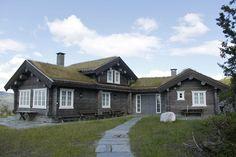 Et lite utvalg av våre 500 bygde hytter Cabins In The Woods, House In The Woods, My House, Stone Cottages, Cabins And Cottages, Cabin Homes, Log Homes, Alaska Homestead, Swedish House