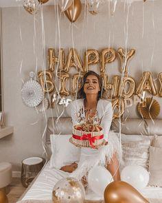 Happy Birthday 19, Happy Birthday Balloons, Birthday Weekend, Birthday Love, Birthday Design, 21st Bday Ideas, Birthday Ideas For Her, Birthday Goals, Birthday Balloon Decorations