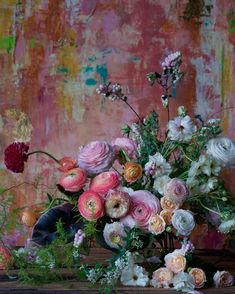 Beautiful blooms towards a stunning painterly backdrop. (Backdrop from Beautiful Flower Arrangements, Floral Arrangements, Arte Floral, Jolie Photo, Ikebana, Flower Art, Planting Flowers, Beautiful Flowers, Wedding Flowers
