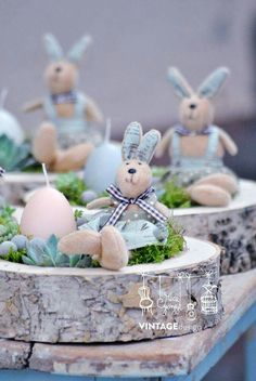Bunnies and Easter. These are so cute and perfect for Easter Brunch tablescape. - Bunnies and Easter. These are so cute and perfect for Easter Brunch tablescape. Easter Peeps, Happy Easter, Easter Brunch, Ostern Party, Easter Season, Deco Floral, Easter Table, Egg Decorating, Easter Wreaths
